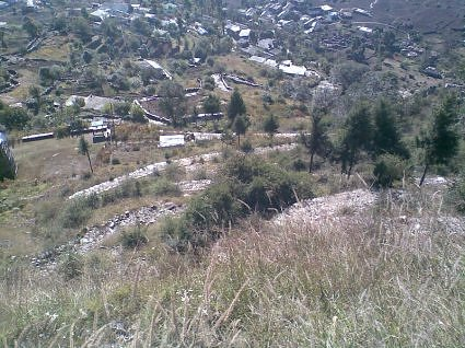 A view of Sari village from the trek route to Deoriya taal