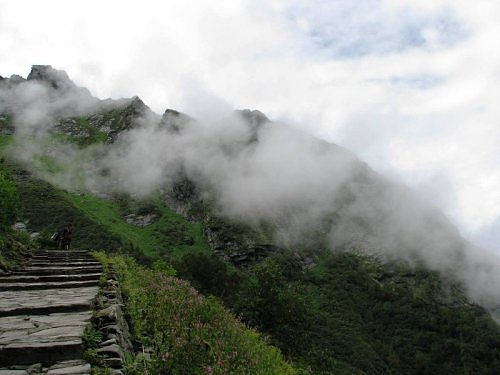 Trek route to Hemkund