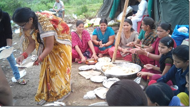 dharasu women in bhandara seva since 21 june
